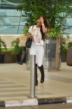 Malaika Arora Khan snapped at Airport on 21st Sept 2015 (26)_5601180bcbf6b.JPG
