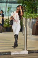 Malaika Arora Khan snapped at Airport on 21st Sept 2015 (28)_5601180f60a58.JPG