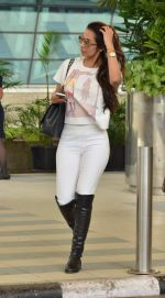 Malaika Arora Khan snapped at Airport on 21st Sept 2015 (29)_560118112f5e9.JPG
