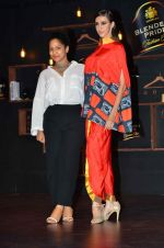 Masaba, Alecia Raut at Blenders Pride tour preview in Mumbai on 21st Sept 2015 (59)_5601069f70083.JPG