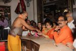 Aishwarya Rai Bachchan and aradhya at siddhivinyak Temple on 23rd Sept 2015