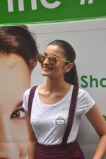Alia Bhatt at garnier bus event in Churchgate on 22nd Sept 2015 (21)_5602613a760b7.JPG