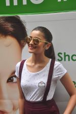 Alia Bhatt at garnier bus event in Churchgate on 22nd Sept 2015 (22)_560260dd83524.JPG