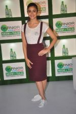 Alia Bhatt at garnier bus event in Churchgate on 22nd Sept 2015 (7)_560260d07781c.JPG