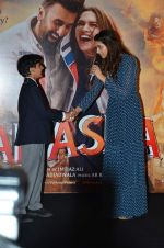 Deepika Padukone at Tamasha trailor launch in Mumbai on 22nd Sept 2015 (56)_5602a6d0eb2d7.JPG