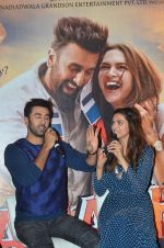 Deepika Padukone, Ranbir Kapoor at Tamasha trailor launch in Mumbai on 22nd Sept 2015 (89)_5602a75fd5c85.JPG