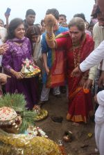 Dimple kapadia and twinkle_s ganpati visarjan on 22nd Sept 2015 (101)_5602610b3a3d7.JPG