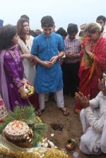 Dimple kapadia and twinkle_s ganpati visarjan on 22nd Sept 2015 (104)_5602610cda059.JPG
