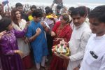 Dimple kapadia and twinkle_s ganpati visarjan on 22nd Sept 2015 (108)_5602613e6f7d2.JPG