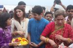 Dimple kapadia and twinkle_s ganpati visarjan on 22nd Sept 2015 (115)_56026110bbe26.JPG