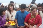Dimple kapadia and twinkle_s ganpati visarjan on 22nd Sept 2015 (58)_560260fdd693c.JPG