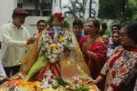 Dimple kapadia and twinkle_s ganpati visarjan on 22nd Sept 2015 (60)_560260fe9c860.JPG