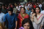 Dimple kapadia and twinkle_s ganpati visarjan on 22nd Sept 2015 (71)_560261017f8a0.JPG