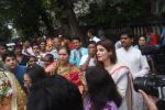 Dimple kapadia and twinkle_s ganpati visarjan on 22nd Sept 2015 (72)_560261300c9ec.JPG