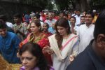 Dimple kapadia and twinkle_s ganpati visarjan on 22nd Sept 2015 (73)_5602610243ba8.JPG