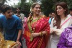 Dimple kapadia and twinkle_s ganpati visarjan on 22nd Sept 2015 (77)_5602610306aa5.JPG