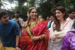 Dimple kapadia and twinkle_s ganpati visarjan on 22nd Sept 2015 (78)_5602613275935.JPG