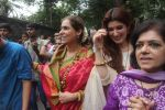 Dimple kapadia and twinkle_s ganpati visarjan on 22nd Sept 2015 (80)_560261331cd5b.JPG