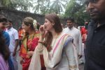 Dimple kapadia and twinkle_s ganpati visarjan on 22nd Sept 2015 (85)_56026134b93bd.JPG