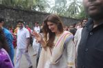 Dimple kapadia and twinkle_s ganpati visarjan on 22nd Sept 2015 (86)_560261354916c.JPG