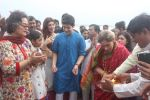 Dimple kapadia and twinkle_s ganpati visarjan on 22nd Sept 2015 (90)_56026136f1625.JPG