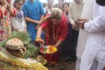 Dimple kapadia and twinkle_s ganpati visarjan on 22nd Sept 2015 (92)_560261381d6ac.JPG