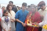 Dimple kapadia and twinkle_s ganpati visarjan on 22nd Sept 2015 (95)_5602610875c55.JPG