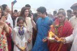 Dimple kapadia and twinkle_s ganpati visarjan on 22nd Sept 2015 (97)_560261093f327.JPG