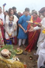 Dimple kapadia and twinkle_s ganpati visarjan on 22nd Sept 2015 (98)_5602613ad0d5a.JPG