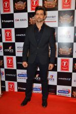 Hrithik Roshan at Gulshan Kumar Tribute in Filmcity on 22nd Sept 2015 (255)_5602aa4da453d.JPG