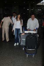 Ileana D_Cruz snapped at Airport on 22nd Sept 2015 (15)_5602609781aa6.JPG
