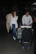 Ileana D_Cruz snapped at Airport on 22nd Sept 2015 (17)_5602609895eda.JPG