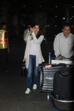 Ileana D_Cruz snapped at Airport on 22nd Sept 2015 (18)_560260992495b.JPG