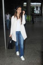 Ileana D_Cruz snapped at Airport on 22nd Sept 2015 (19)_56026099b6229.JPG