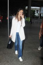 Ileana D_Cruz snapped at Airport on 22nd Sept 2015 (21)_5602609ae8b15.JPG