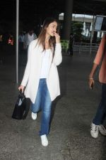 Ileana D_Cruz snapped at Airport on 22nd Sept 2015 (22)_5602609b7ee8d.JPG