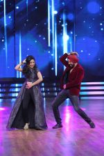 Master Gaiti and  Akshay Kumar shake a leg on the sets of Dance India Dance 5 (2)_56024ef3d7532.JPG
