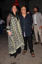 Pooja Bhatt, Mahesh Bhatt at Gulshan Kumar Tribute in Filmcity on 22nd Sept 2015 (454)_5602a9ef0a83d.JPG