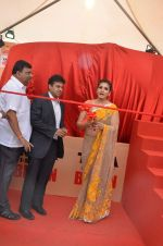 Raveena Tandon at Tata I-Shakti Besan offered the World_s Biggest Besan Ladoo to Andhericha Raja on 22nd Sept 2015 (10)_560261cf1bfda.JPG