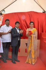 Raveena Tandon at Tata I-Shakti Besan offered the World_s Biggest Besan Ladoo to Andhericha Raja on 22nd Sept 2015 (11)_560261d06d778.JPG