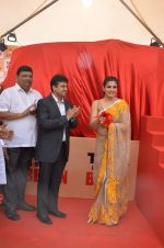 Raveena Tandon at Tata I-Shakti Besan offered the World_s Biggest Besan Ladoo to Andhericha Raja on 22nd Sept 2015 (12)_560261d1df364.JPG