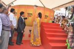 Raveena Tandon at Tata I-Shakti Besan offered the World_s Biggest Besan Ladoo to Andhericha Raja on 22nd Sept 2015 (13)_560261d399249.JPG