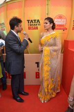Raveena Tandon at Tata I-Shakti Besan offered the World_s Biggest Besan Ladoo to Andhericha Raja on 22nd Sept 2015 (16)_560261d70d3ca.JPG