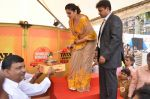 Raveena Tandon at Tata I-Shakti Besan offered the World_s Biggest Besan Ladoo to Andhericha Raja on 22nd Sept 2015 (3)_560261be9a167.JPG
