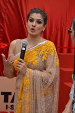 Raveena Tandon at Tata I-Shakti Besan offered the World_s Biggest Besan Ladoo to Andhericha Raja on 22nd Sept 2015 (7)_560261c9dbd96.JPG