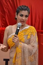 Raveena Tandon at Tata I-Shakti Besan offered the World_s Biggest Besan Ladoo to Andhericha Raja on 22nd Sept 2015 (8)_560261cba1e1d.JPG