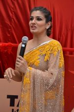 Raveena Tandon at Tata I-Shakti Besan offered the World_s Biggest Besan Ladoo to Andhericha Raja on 22nd Sept 2015 (9)_560261cd7cde7.JPG