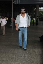 Sunil Shetty snapped at Airport on 22nd Sept 2015 (11)_560260b44ac8b.JPG