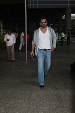 Sunil Shetty snapped at Airport on 22nd Sept 2015 (12)_560260b53e1cf.JPG