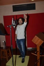 kailash kher photo shoot on 23rd Sept 2015 (13)_5602b5ff9f1c9.JPG